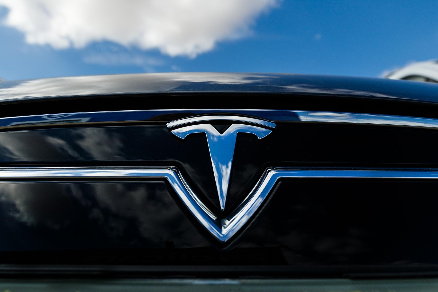 El 70% de los españoles considera que será necesario en un futuro utilizar únicamente coches eléctricos o híbridos