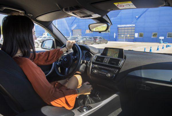 ajustar asientos y espejos del coche