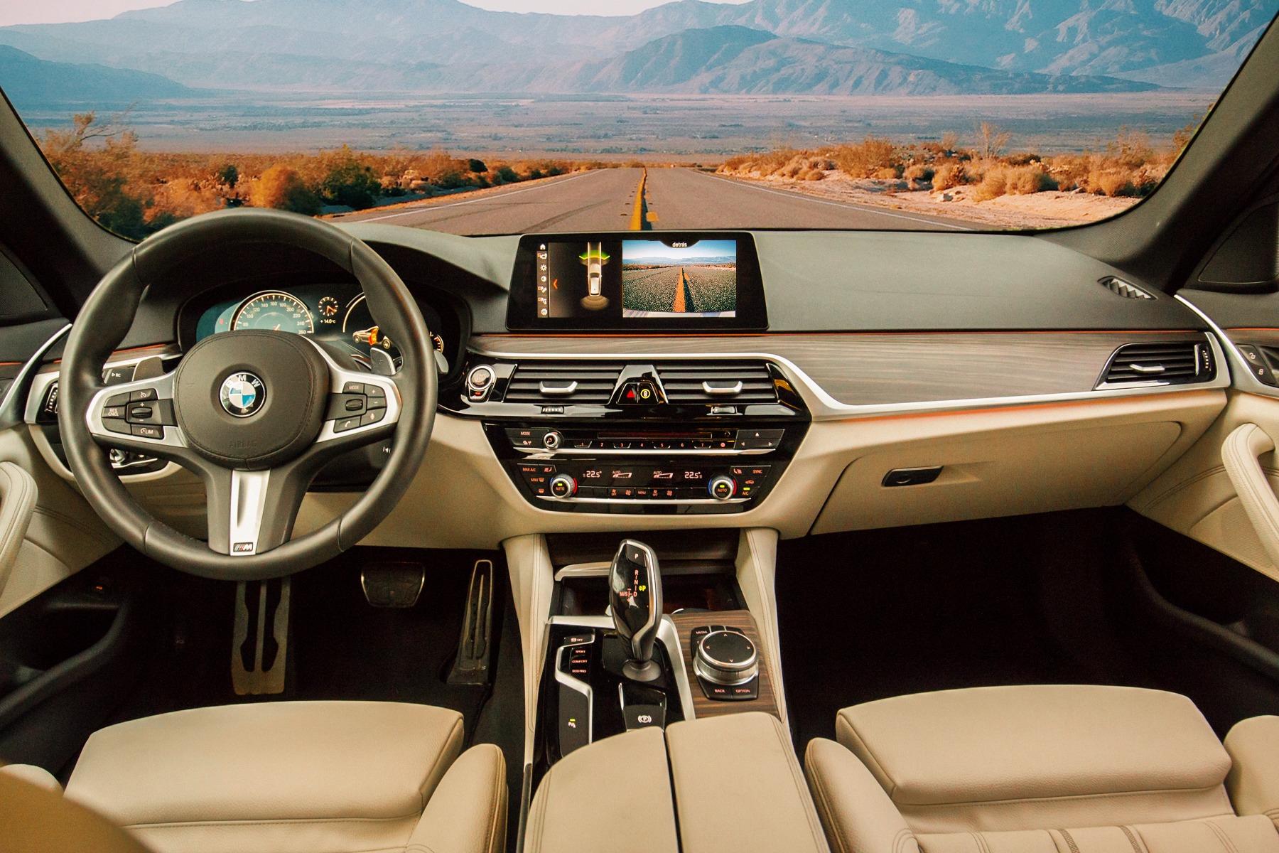 Conducir con la ayuda de la tecnología