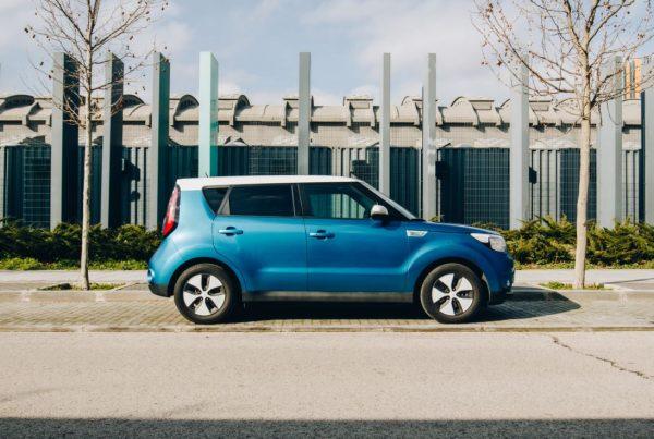 como cargar un coche electrico