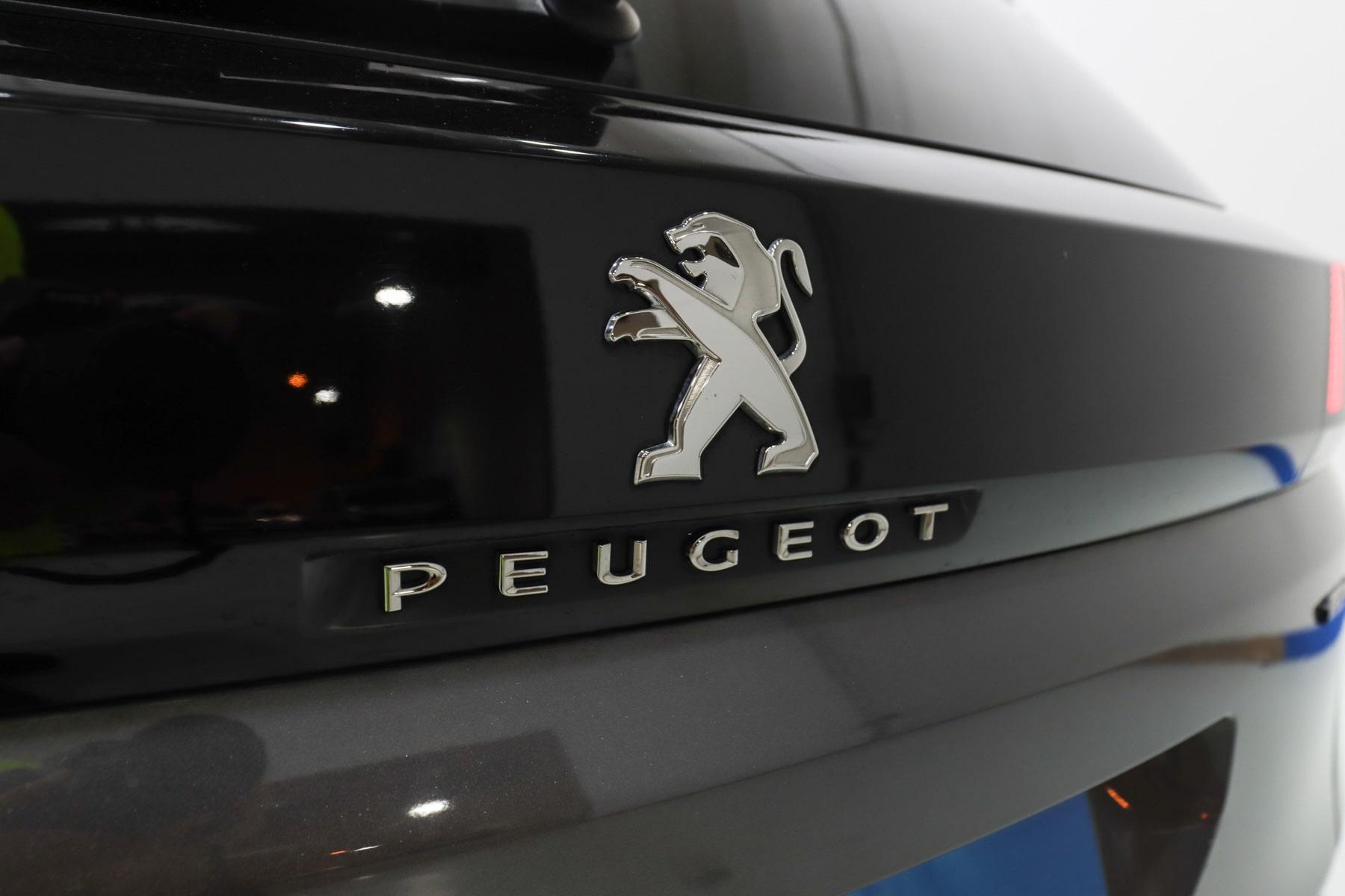 Restyling Peugeot 3008: nueva imagen del SUV 4X4 compacto
