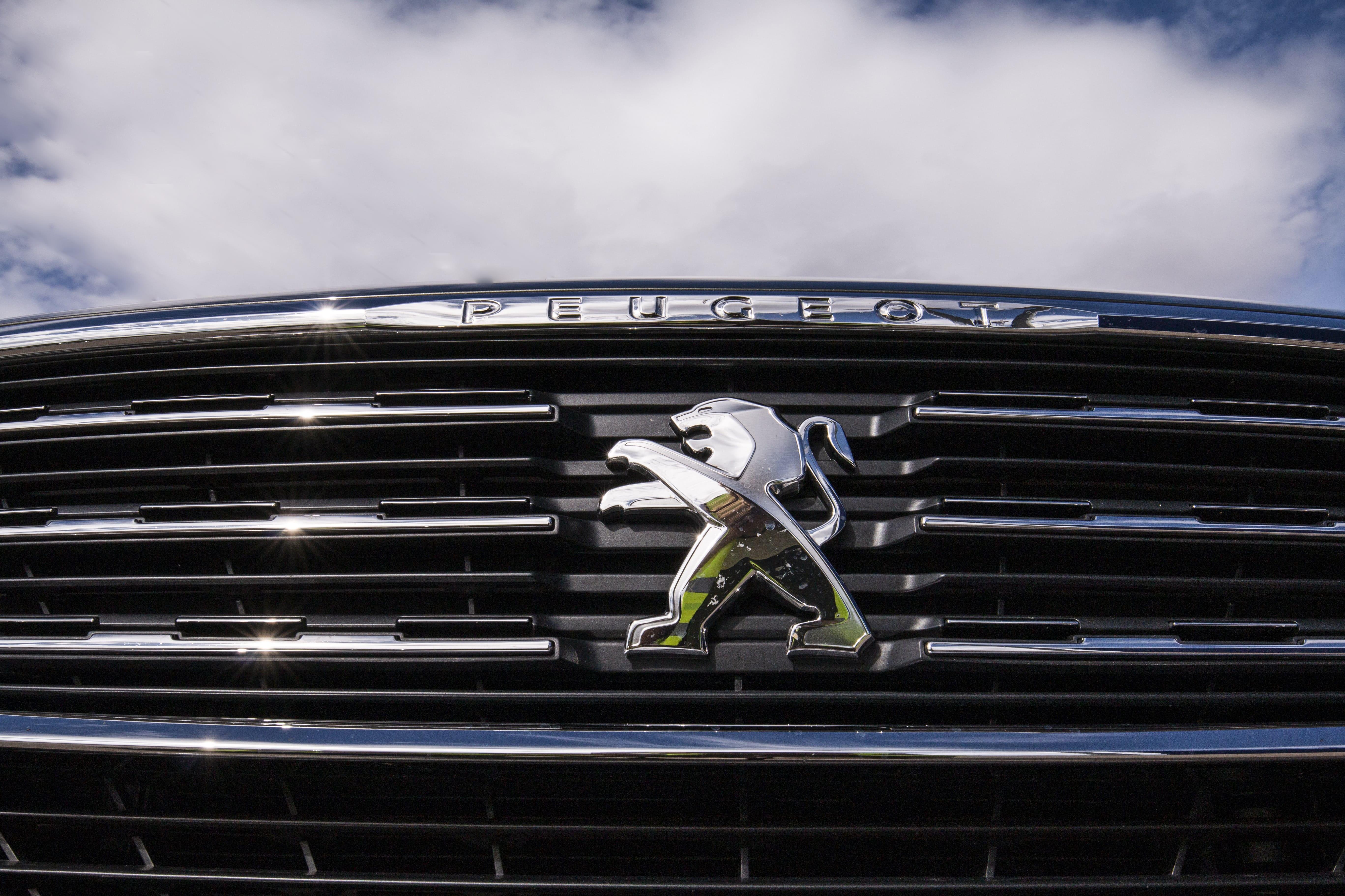 Peugeot 3008 vs. 5008: comparativa entre los SUV 4X4